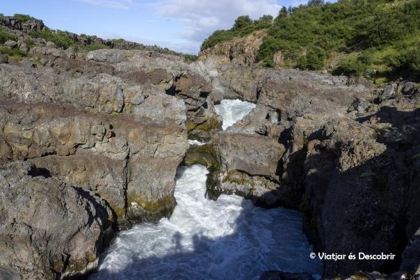 La cascada Barnafoss.