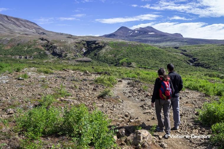 El camí que va fins la cascada Gylmur passa per un entorn idíl·lic.