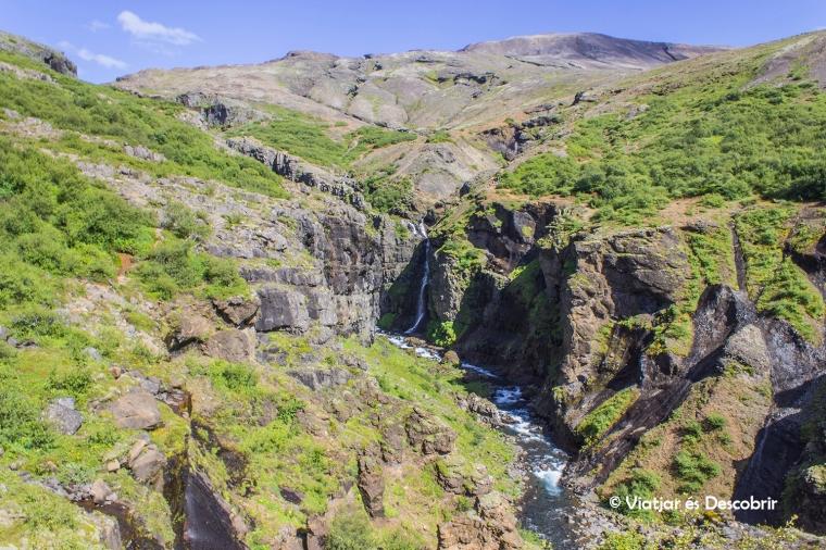 La cascada Gylmur és un salt d'aigua de 196 metres.