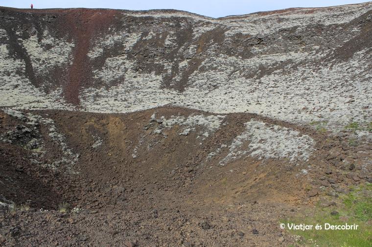 Fer la volta al cràter és molt recomenable.