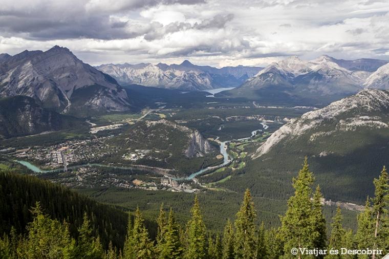 Les vistes des de dalt de la Sulphur Mountain valen molt la pena.
