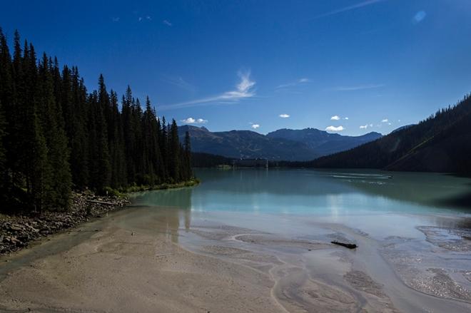 A mesura que caminem veiem el llac des d'altres punts de vista menys coneguts.