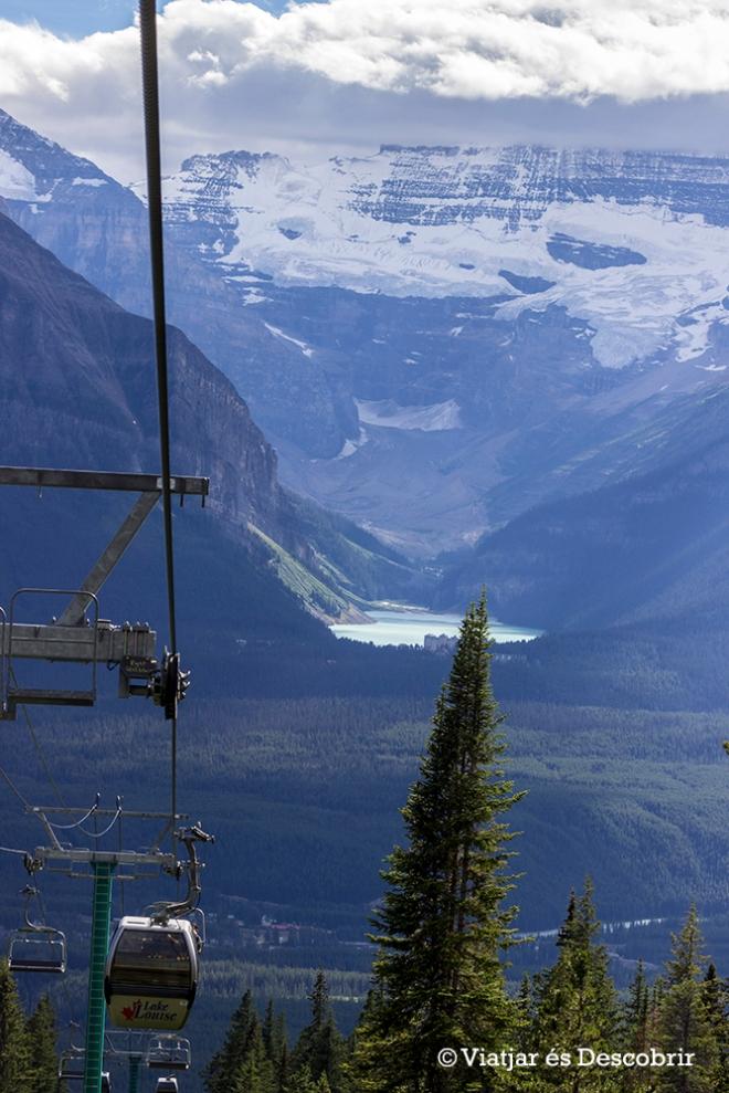 Durant el trajecte amb el telecabina, a part de poder veure óssos, es veuen uns grans paisatges.