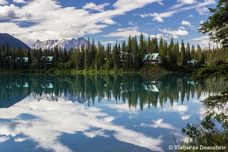 Fer la volta al llac és la millor manera de descobrir totes les vistes i l'entorn.