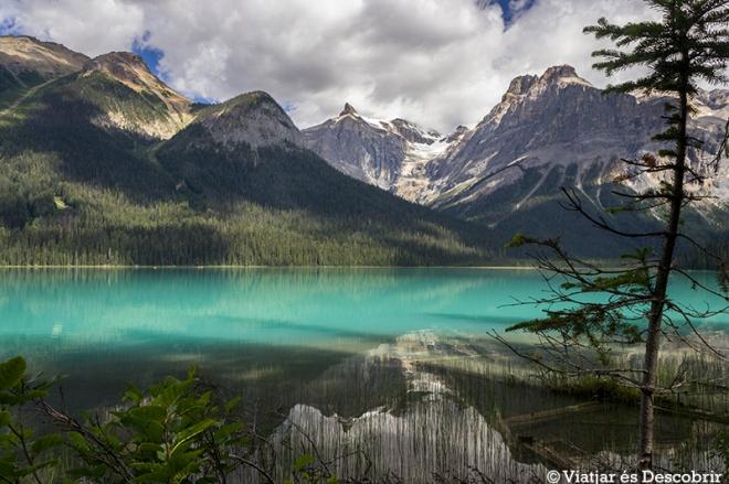 Quan surt el sol, l'aigua té un color turquesa més intens.