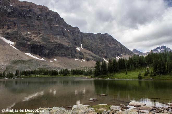 Al arribar a aquest petit llac, agafem el camí East Opabin Trail, i anem de nou cap al Lake O'Hara