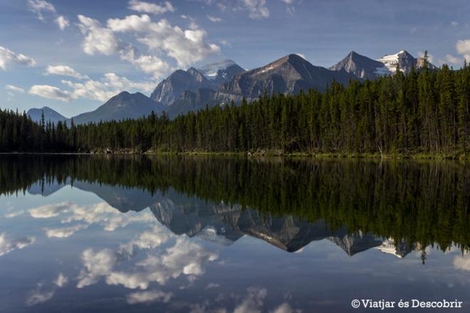 L'Herbert Lake és famós perquè les seves aigües són com un mirall.
