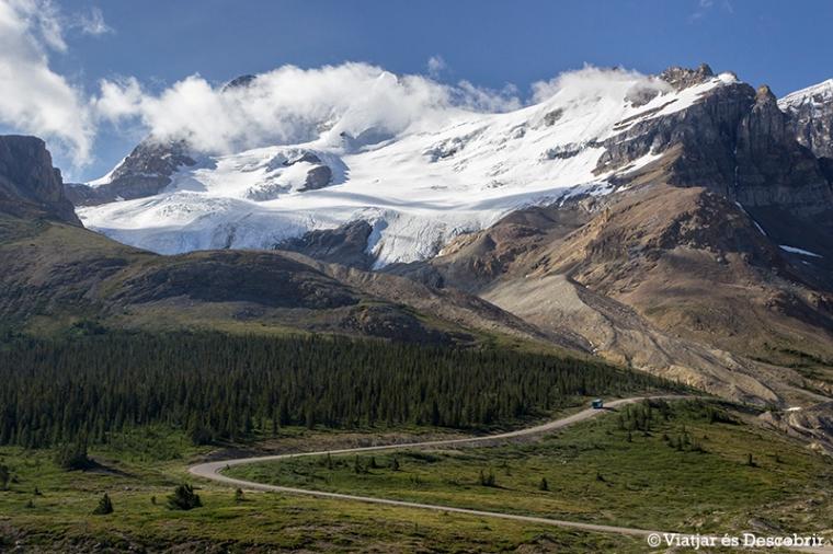 A l'inici del tour un bus ens porta fins al lateral del glaciar, on agafem