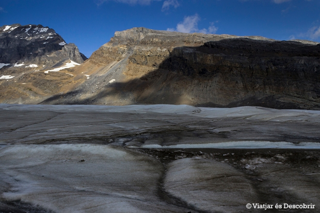 Durant la pujada veiem el glaciar de ben a prop.