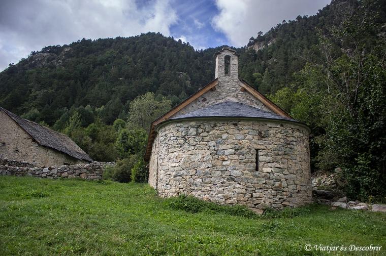 Durant la pujada passem per l'església de Sant Nicolau.