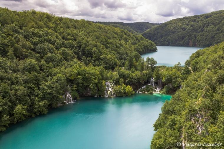 Des dels punts més alts del recorregut, podem apreciar el color turquesa dels llacs.