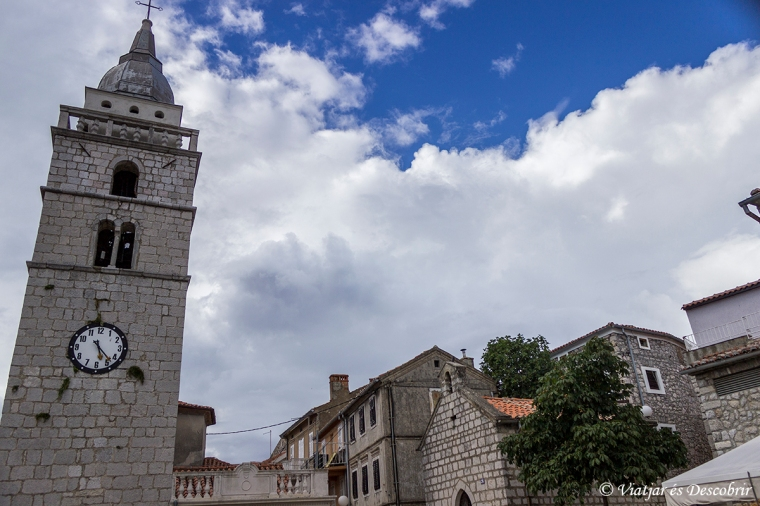 L'esglèsia d'Omisalj és l'edifici més popular del poble.