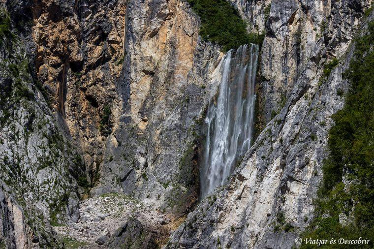 La millor visió de la cascada l'obtindrem des del mirador.