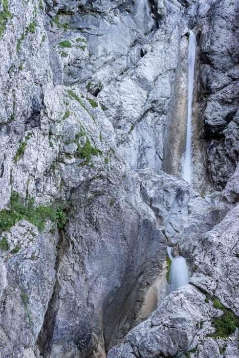El recorregut acaba davant de la Upper Martuljek Waterfall.