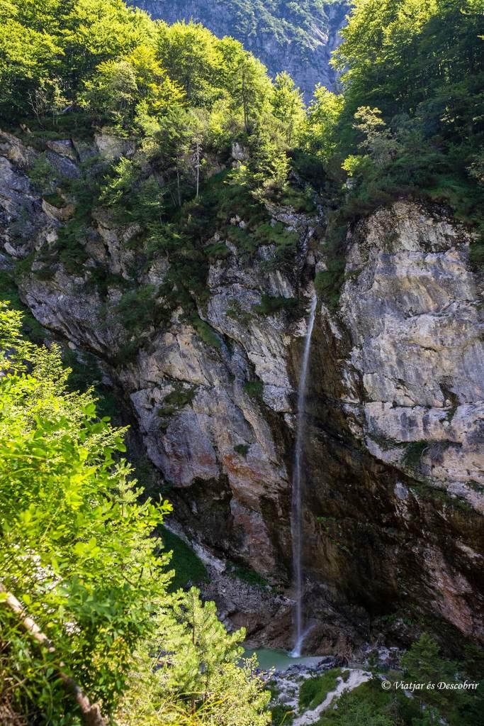 cascada parabola en eslovenia