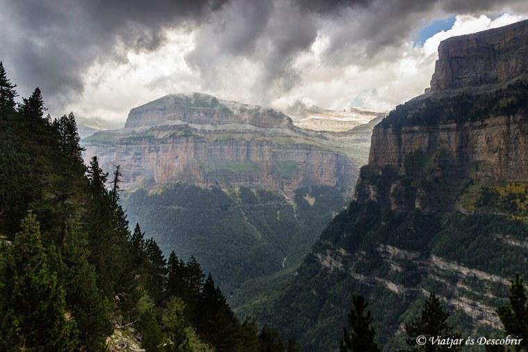 parets escarpades al parc nacional d'ordesa i mont perdut