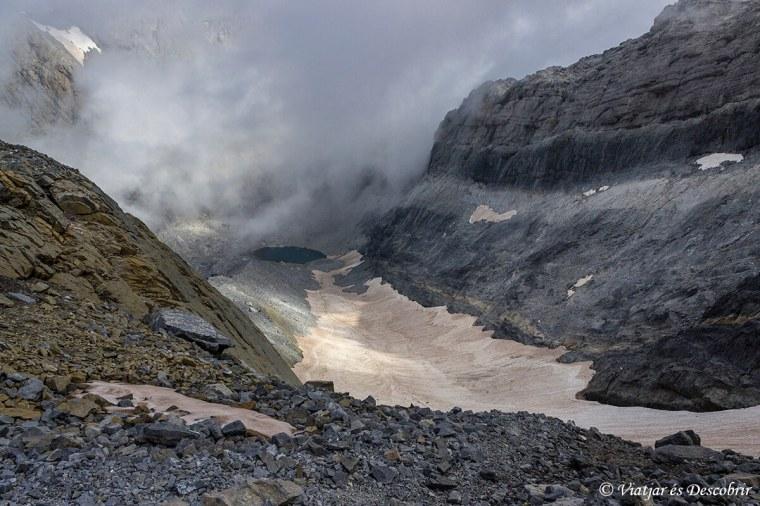 vistes del llac gelat durant l'estiu