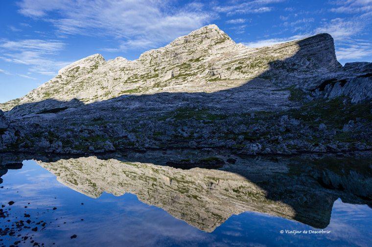 reflexes a un llac d'eslovenia