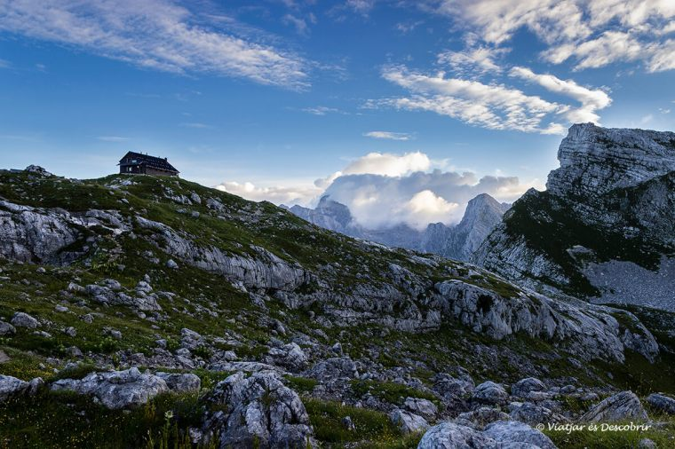vista panoràmica del refugi de la vall dels set llacs