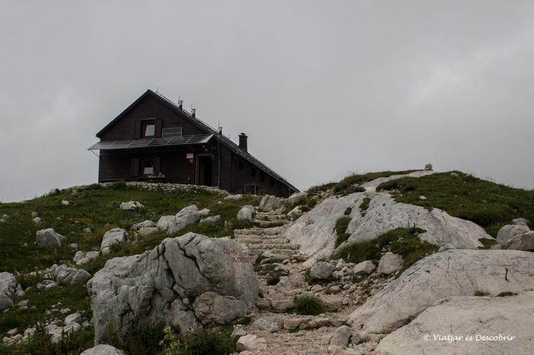 refugi a la vall dels set llacs a eslovenia