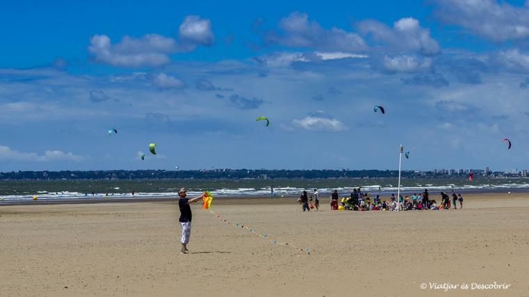el vent bufa a les platges franceses