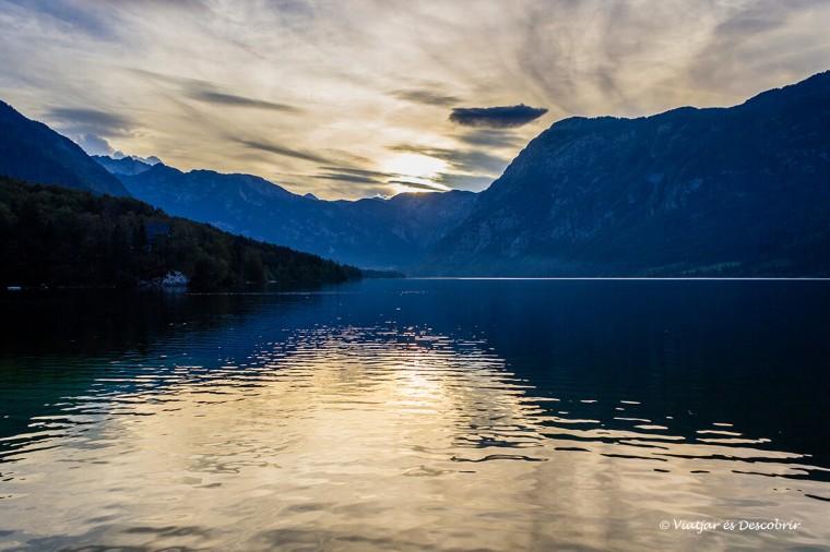 Al llac Bohinj hi ha postes de sol precioses