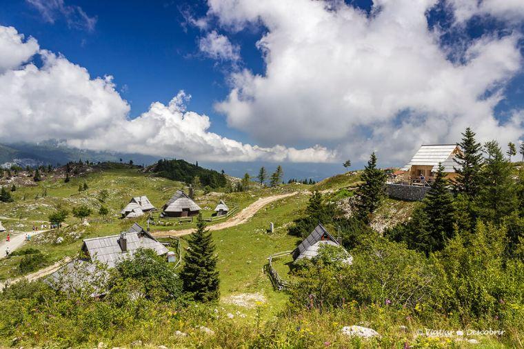 vista del poble de velika planina on s'hi pot passar la nit.