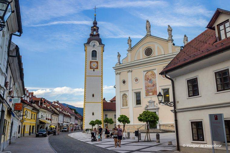 l'esglèsia és un dels edificis a veure a kamnik.