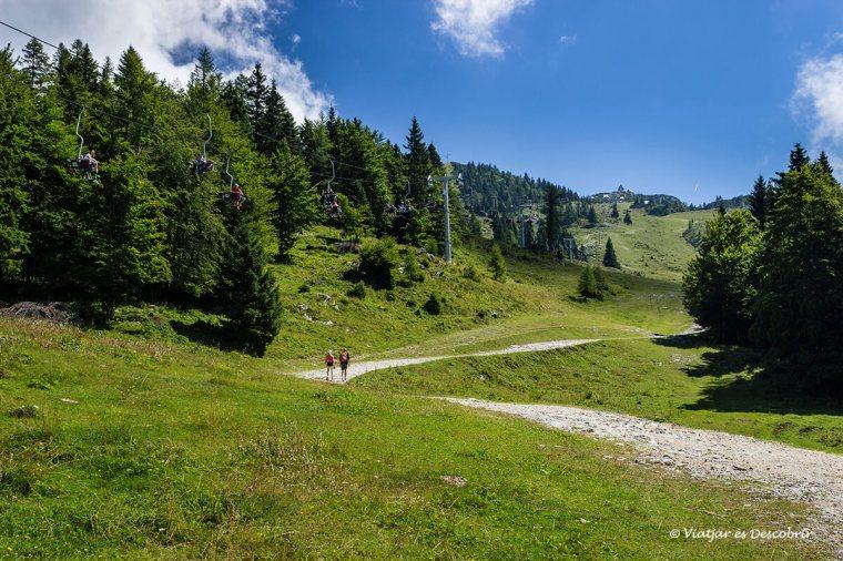 a velika planina s'hi pot pujar amb telefèric i caminant