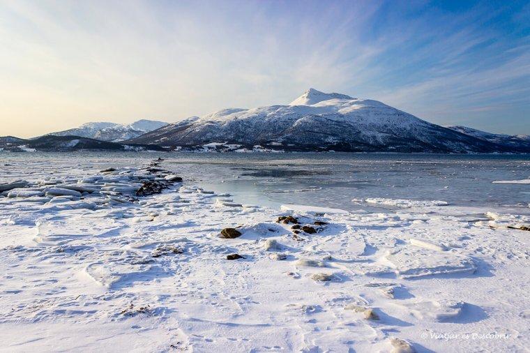 Platges planes de glaç a Noruega.