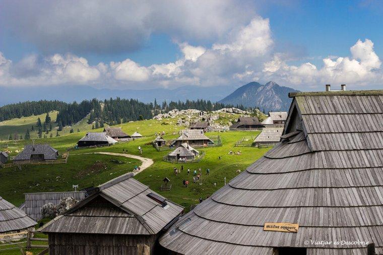 a velika planina hi ha encara cases tradicionals dels pastors.