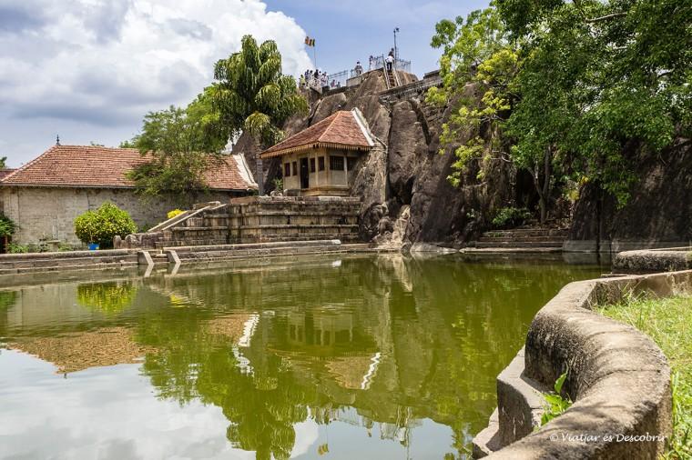 El temple Isurumuniya Vihara és dels més diferents d'anuradhapura