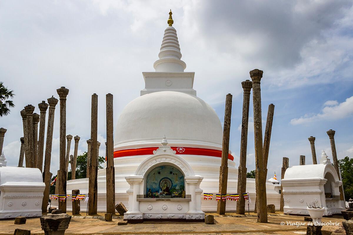 La Thuparama stupa és la més antiga de la ciutat