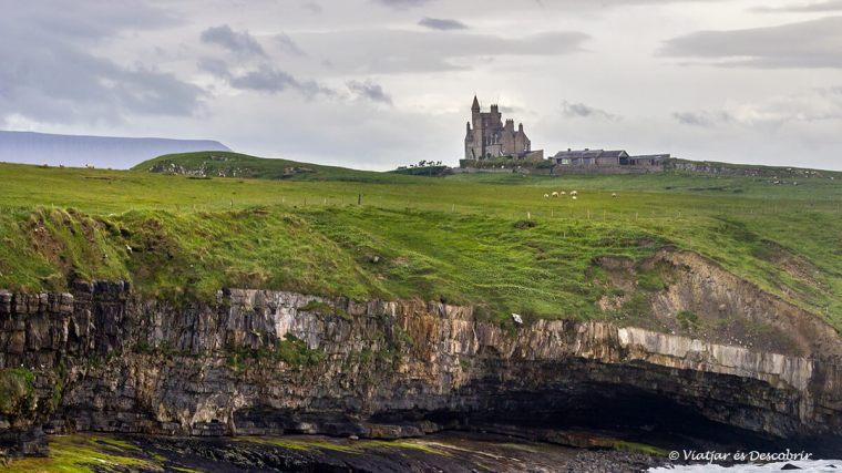 castell a la costa de la regió de donegal