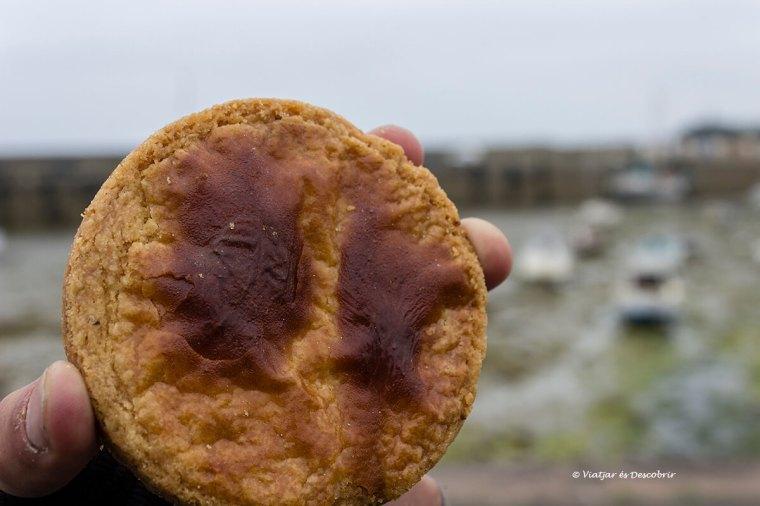 menjant una gelelta bretona a Roscoff