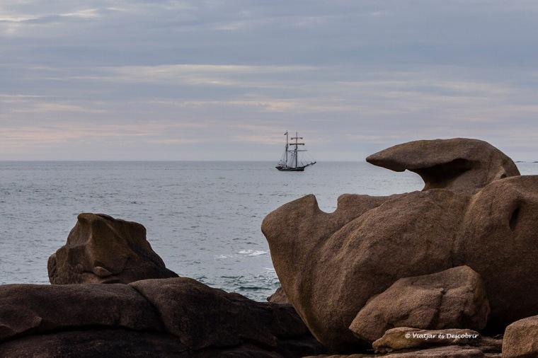 veler i formacions rocoses a la bretanya francesa amb bicicleta