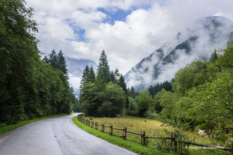 carretera a eslovenia a la muntanya