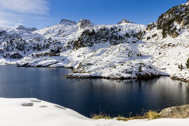 paisatge nevat al llac de colomers