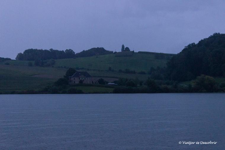 El Llac Perniško sota la pluja