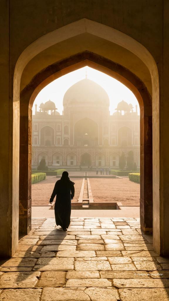 la tomba humayuns a delhi sota les boniques llum de l'inici del dia