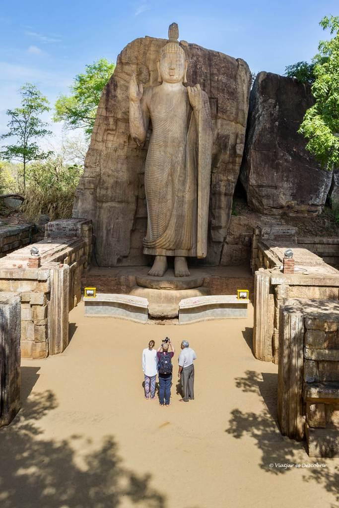 visita al buda Aukana a sri lanka viaje