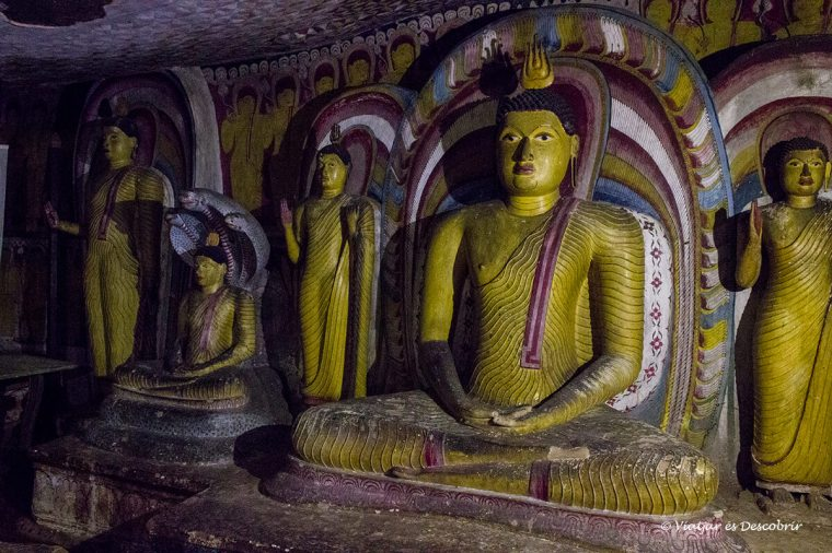 interior de les coves de dambulla a sri lanka