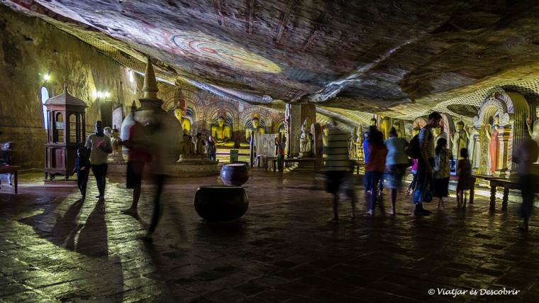 detalls de la segona cova de dambulla a sri lanka
